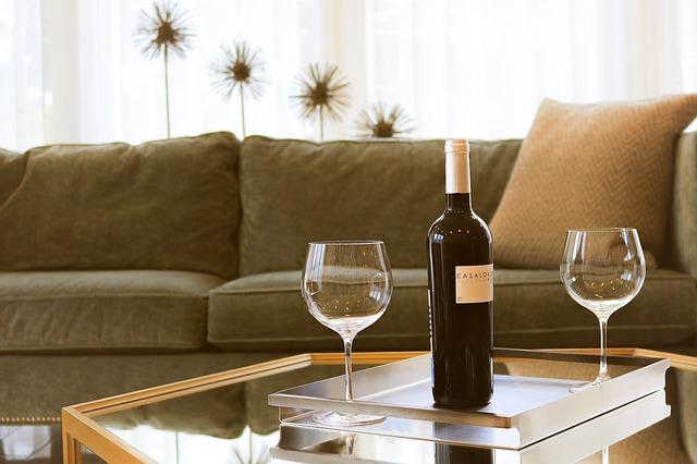 víno u gauče