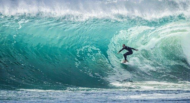 surfař na vlně.jpg