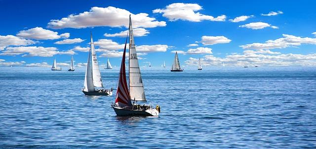 plachetnice na vodě.jpg