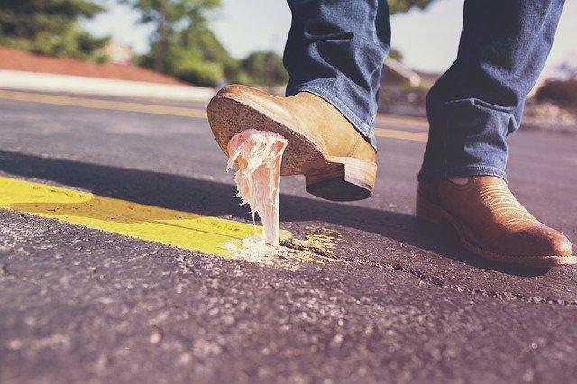 žvýkačka na botě