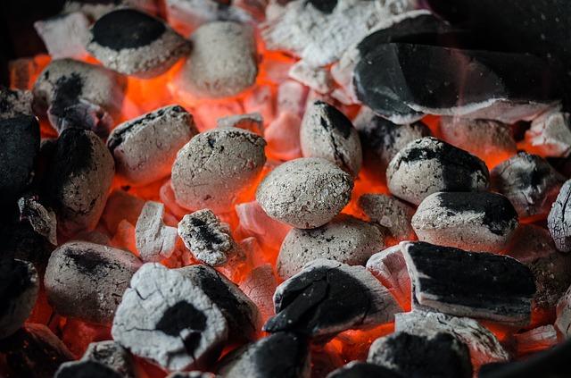 hořící uhlíky