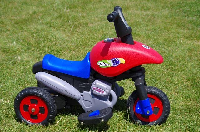 plastová motorka