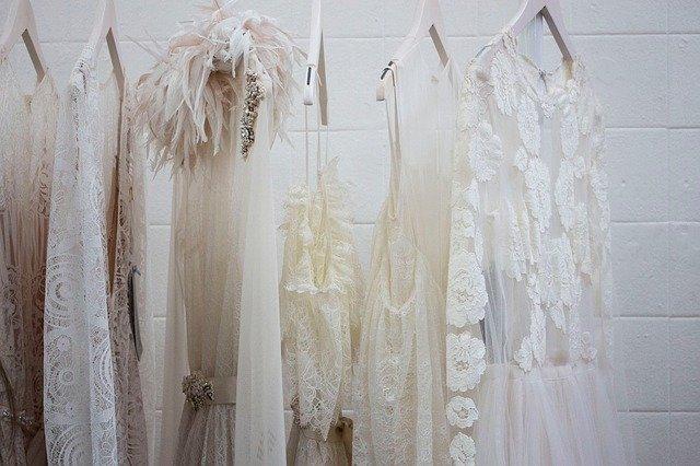šaty ve skříni