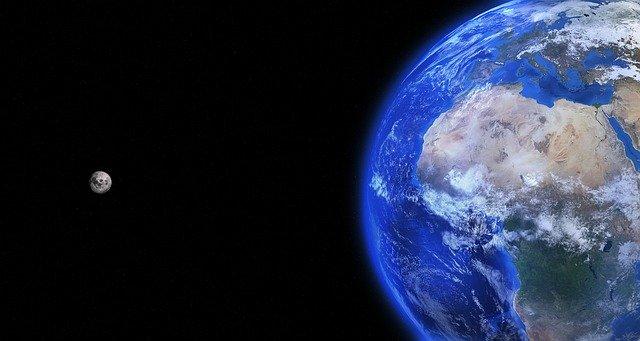 obrázek Země a Měsíce z vesmíru